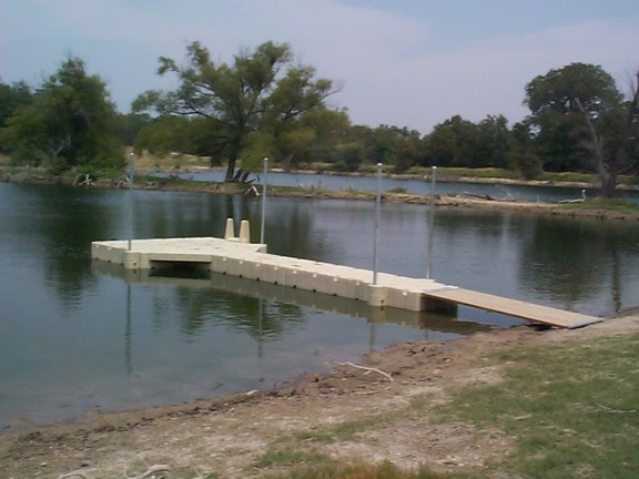 stock_pond_-_long_walkway
