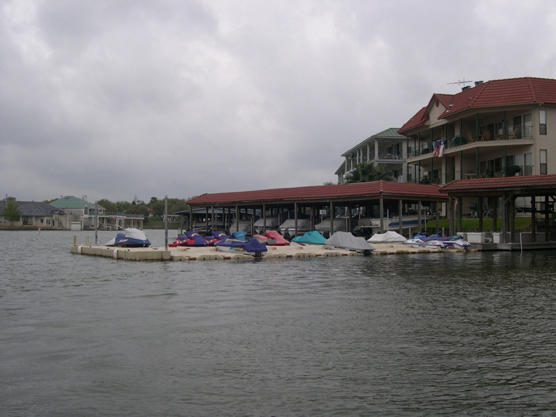Homeowner_Association_Waverunner_Docks