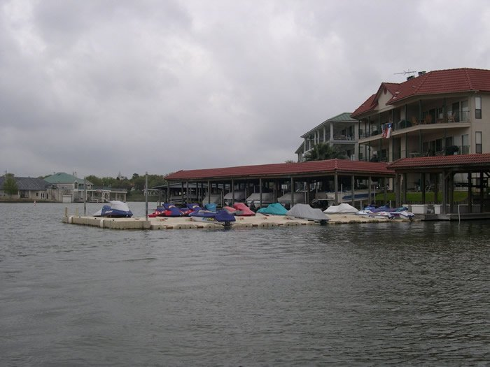 homeowner-association-waverunner-docks